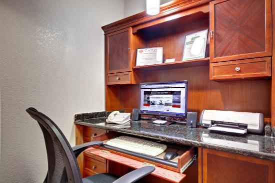 Marshfield, MO: Business Center