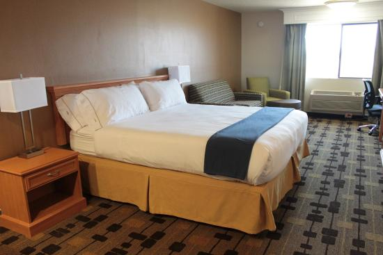 Corning, CA: King Bed Guest Room