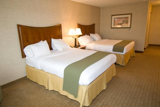 Urbana, IL: Double Bed Guest Room