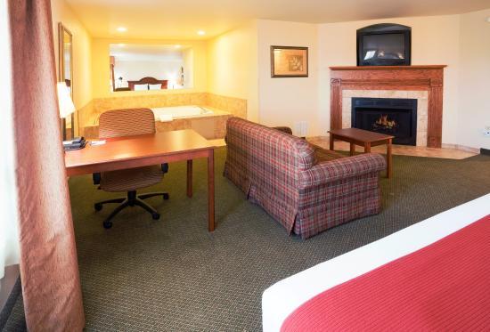 Rocky Mount, Βιρτζίνια: Hot Tub Suite w/Fireplace