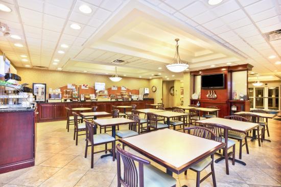 Holiday Inn Express Ann Arbor: Lobby Bar