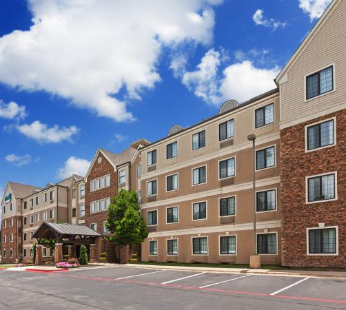 Staybridge Suites Austin-Round Rock: Building Exterior