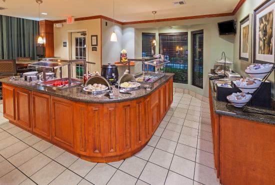 Staybridge Suites Austin-Round Rock: Breakfast Bar