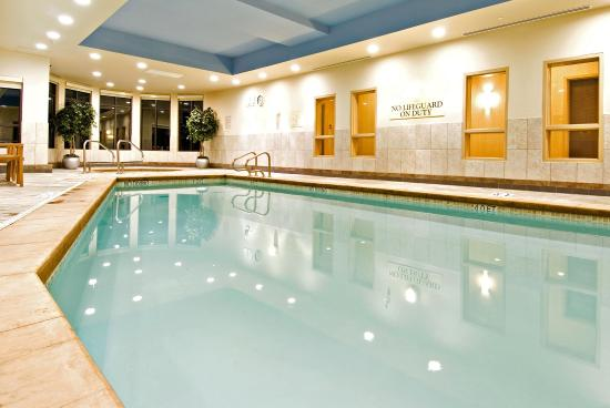 Holiday Inn Express Hotel & Suites Riverport: Heated Indoor Pool (Please note the pool closes at 10:30 pm daily)