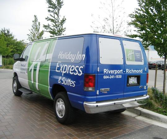 Holiday Inn Express Hotel & Suites Riverport: Guest Services 24 hr Airport Shuttle Free