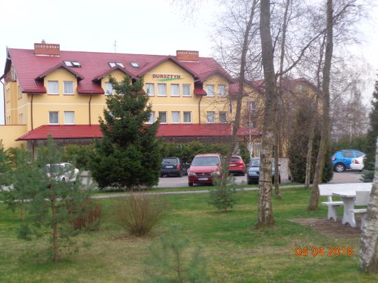 Bursztyn SPA & Wellness: Widok na budynek hotelu.