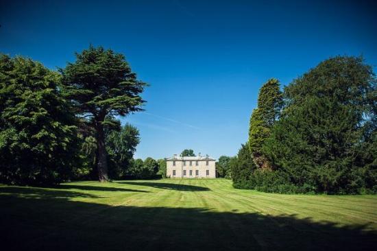 Saltmarshe Hall: Lawn
