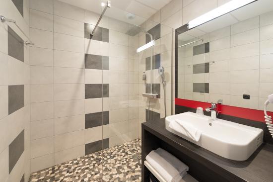 Lumiere douche italienne douche italienne pour lumiere pour douche italienne lgant une salle de for Spot douche italienne