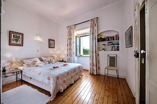 Rio Arade: A Room