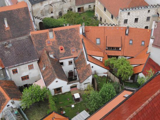 Rekreacni dum Slavonice: Výhled ze slavonické věže na místo našeho ubytování
