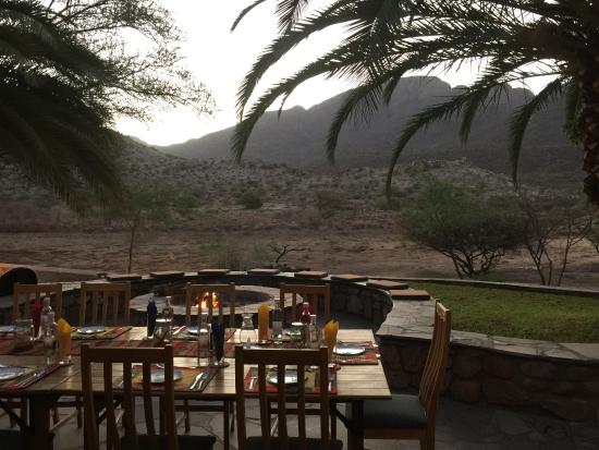 Karibib, Namibya: Outside Dining with view of Water Hole