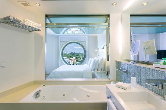 Hotel Unique: Deluxe Room Bathroom