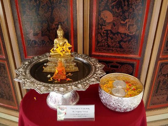 Le Siam Hôtel: Songkran shrine at the lobby.