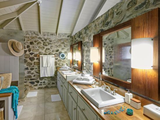 Petit St.Vincent: Cottage Bathroom