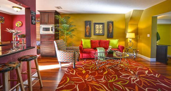 Wilton Manors, FL: Suite 5 living area