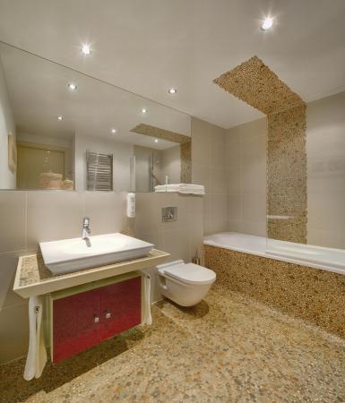 Mamaison Residence Diana Warsaw: Superior Studio bathroom