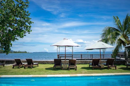 Wori, Indonesien: Place to Sun bathe after a dive or a dip in the pool.