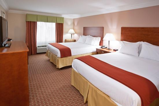 Holiday Inn Express & Suites Niagara Falls: Two Queen Beds Guest Room