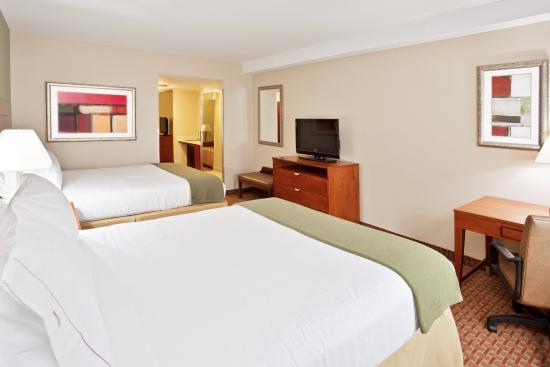 Holiday Inn Express & Suites Niagara Falls: Executive Suite   2 Queen beds with sofa bed