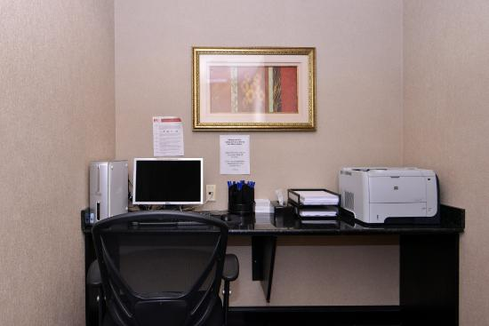 Holiday Inn Express Hotel & Suites Halifax Airport: Business centre located off our hotel lobby