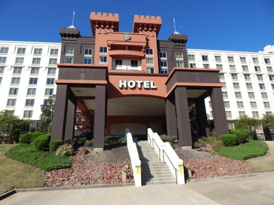 Fitz Casino and Hotel: front of hotel