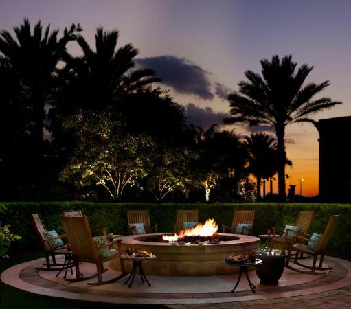 Omni Orlando Resort at Championsgate: Firepit at dusk