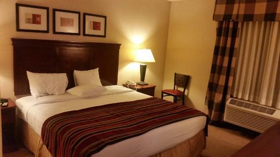 Baymont Inn & Suites Anaheim: 20160412_210242_large.jpg