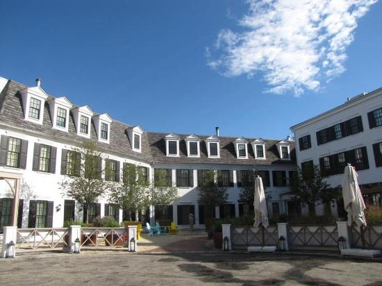 Delamar Southport Courtyard Shot