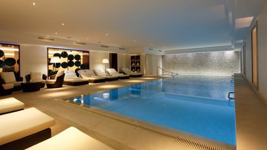 ماجيستيك أوتل - سبا: Swimming Pool