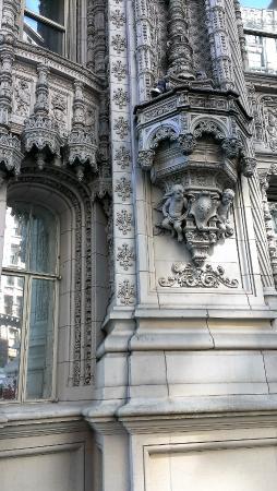 Petrossian Restaurant : Само здание впечатляет декором