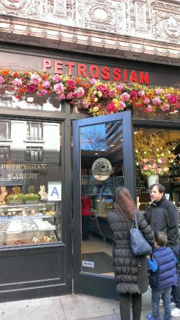 Petrossian Restaurant : Вход в кафе