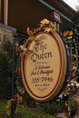 The Queen - A Victorian Bed and Breakfast: Outdoor sign
