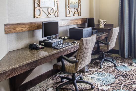 Comfort Suites Hudson: Business Center
