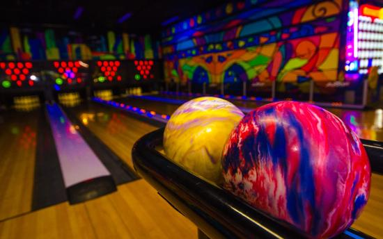 10 frames of mini-bowling everyone can play  - Picture of