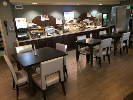 Holiday Inn Express: breakfast area