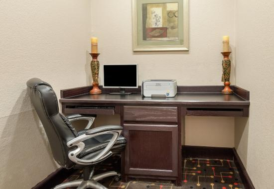 Groesbeck, TX: Business Center