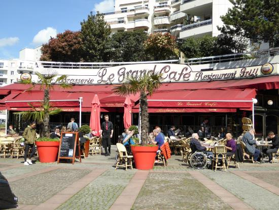 Courbevoie, Prancis: le grand café
