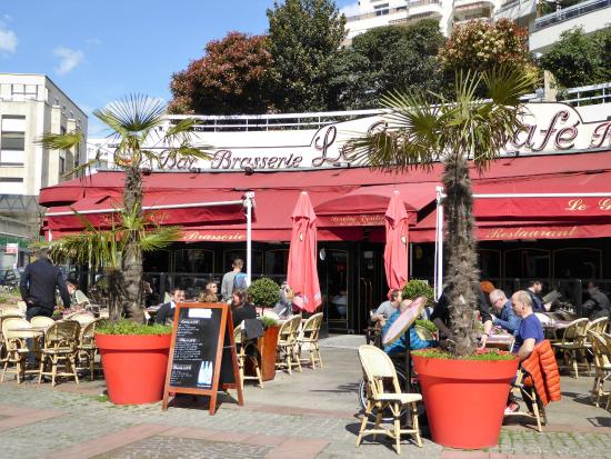 Courbevoie, Frankrike: le grand cafe, la terrasse