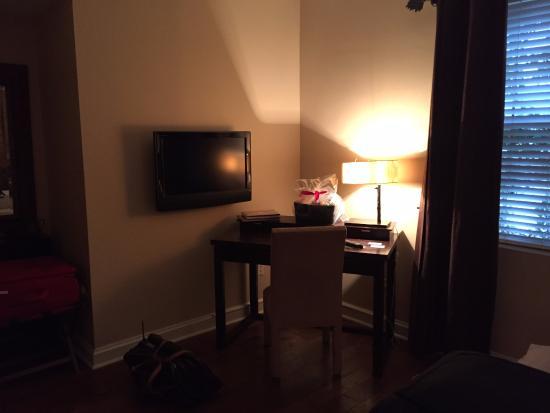 แจ็คสัน, มิซซิสซิปปี้: desk- flat screen TV in room
