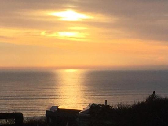 Widemouth Bay, UK: Sunset view 14th April 2016
