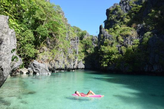El Nido Resorts Miniloc Island: arriving by kayak at Small Lagoon, very early - possible staying in Miniloc