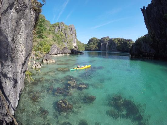 El Nido Resorts Miniloc Island: arriving by kayak at Big Lagoon, very early - possible staying in Miniloc
