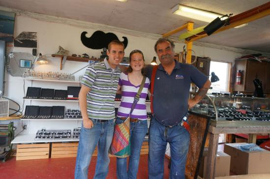 Georgetown, Canada : Peter and us in his shop!