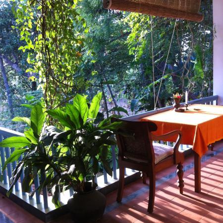 Villa Jacaranda: a sunny veranda