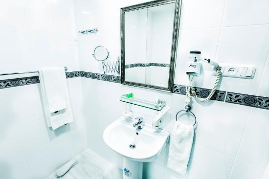 Deluxe Hotel Yerevan: bathroom