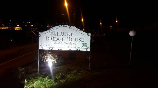Laune Bridge House: 20160327_212140_large.jpg