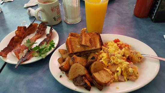 Cross Keys Diner: Western Scramble with extra Bacon on the side