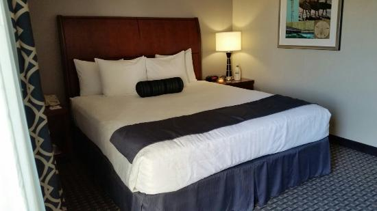 BEST WESTERN PLUS Marina Shores Hotel: TA_IMG_20160414_170022_large.jpg