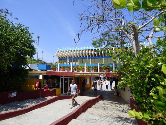 Centro Comercial Hicacos
