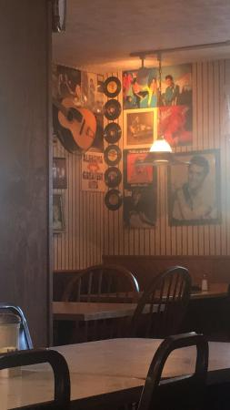 Diehl's Restaurant: Elvis Decor.